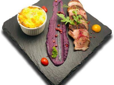 Hízott kacsamell rozéra sütve, sajtos baconos gnocchival, lilakáposzta krémmel
