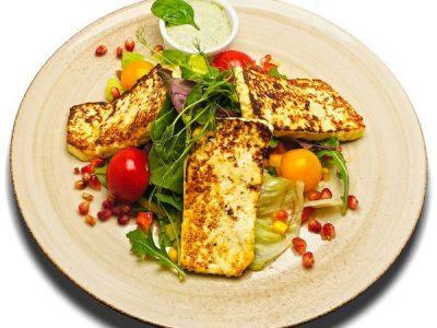 Madzagfalvi grillezett sajt balzsamos friss salátával, házi zöldfűszeres majonézzel