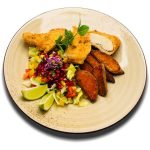 Supreme csirkemell pankó morzsában rántva sült édesburgonyával és balzsamos salátával