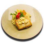 Roston sült szürkeharcsa derék, zsenge fokhagyma szeletekkel és medvehagymás rizottóval
