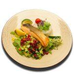 Roston sült vadlazacfilé, rukkolás jázminrizzsel, balzsamos salátával, limemal